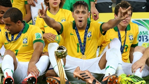 seleção comemora titulo Copa das Confederações